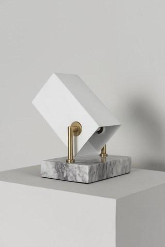 Watt & Veke Box Golvlampa H  20 cm Vit - golvlampor