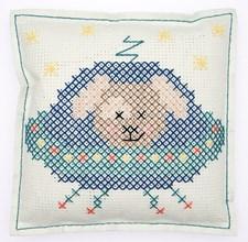 Broderi Kudde i filt med stansade hål Hund i rymden set 42 x 42 cm