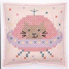 Broderi Pute i filt med stansede hull Katt i verdensrommet sett 42 x 42 cm