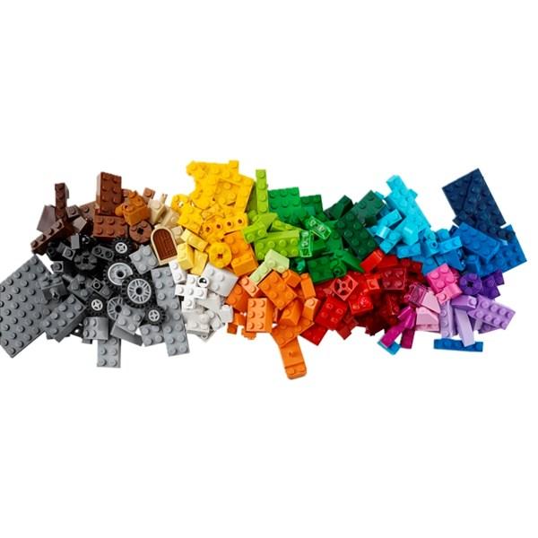 LEGO Fantasiklosslåda mellan  LEGO Classic (10696)  Lego