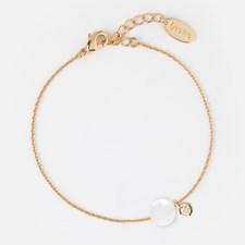 Gullbelagt armbånd med hvit opal