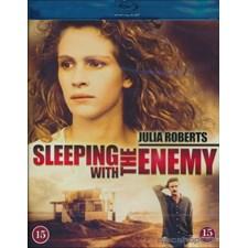 Sova med fienden (Blu-ray)
